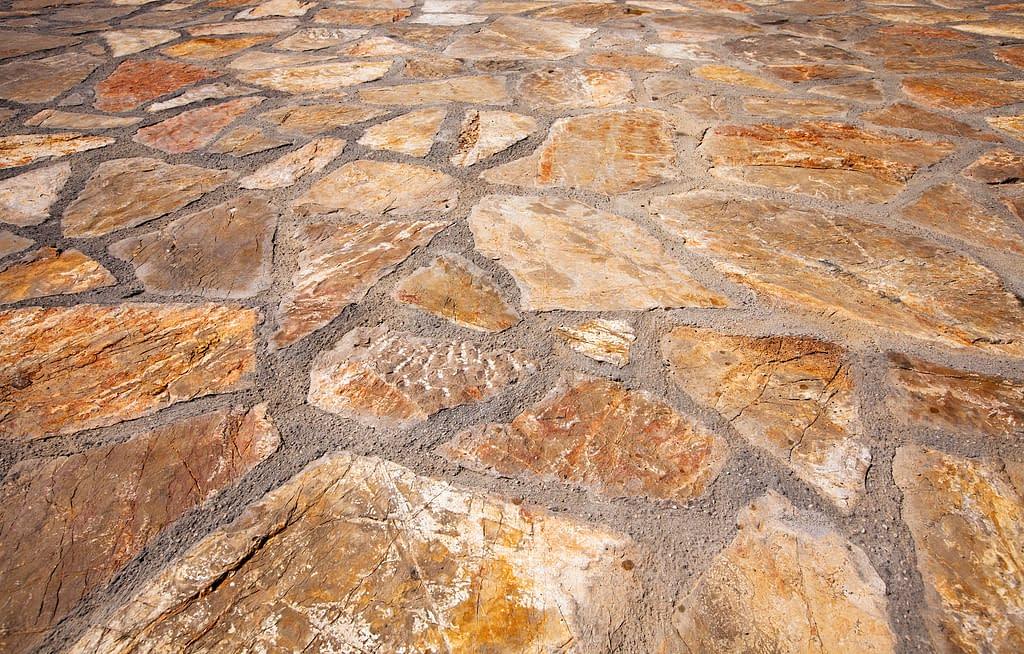 Clayxible Sebagai Material Pengganti Keramik Batu